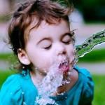 quanta-acqua-deve-bere-un-bambino-656x385